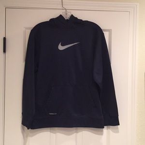 Nike Hooded therma-fit sweatshirt